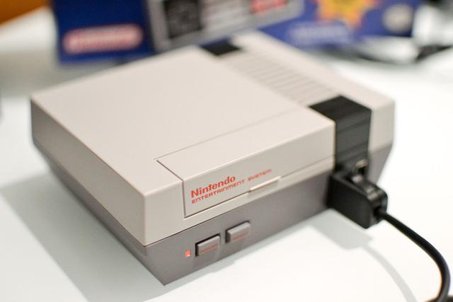 """任天堂出了个""""翻新货"""" 固化30款游戏的""""红白"""