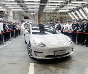 特斯拉首批中国产汽车交付